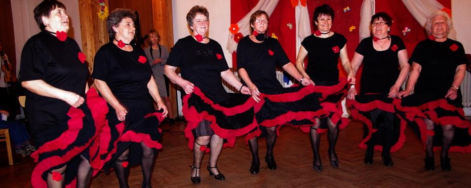 A Nefelejcs Nyugdíjas Klub tánca